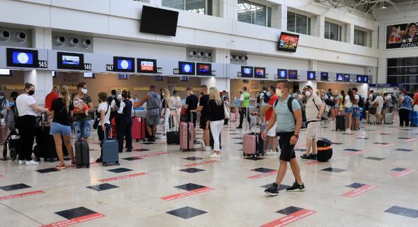Antalya'ya havayoluyla gelen- giden toplam yolcu 10 milyona ulaştı Ekonomi